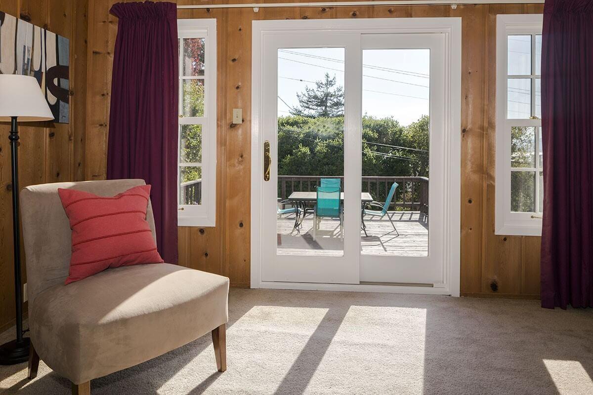 Стъклени плъзгащи врати – Практичното решение за вашия интериор
