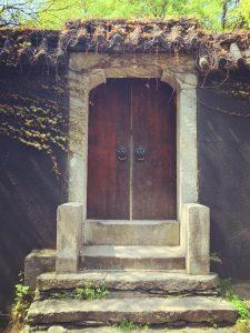 Произход и символика на вратата!