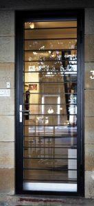 Блиндирана врата със стъкло