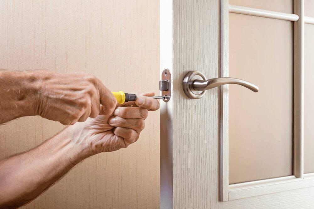 Плашат ли ви довършителните дейности след монтажа на вратите ви?