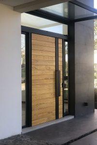 Модерен вариант на блиндирана входна врата
